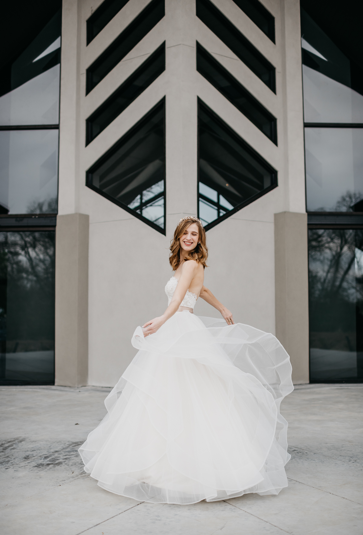 Modern elegant carefree nature wedding at Jennings Trace wedding venue in Conroe Texas camera shi photography bride