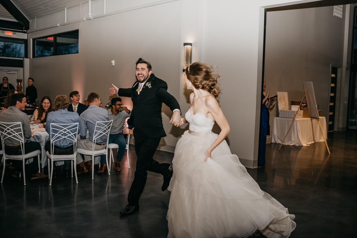 Modern elegant carefree nature wedding at Jennings Trace wedding venue in Conroe Texas camera shi photography